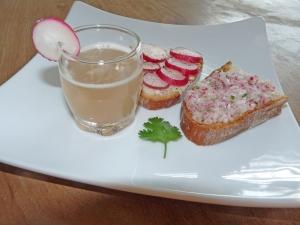 One shot de réjuvélac aux radis et à la coriandre