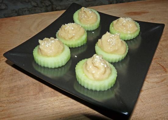 Canapés concombre-houmous
