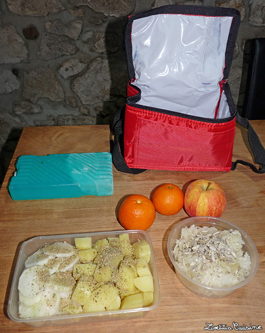 Repas complet : Salade de navet noir et pomme-de-terre au gomasio, arosé d'huile de sésame. Choucroute crue avec graine de tournesol. Clémentines.