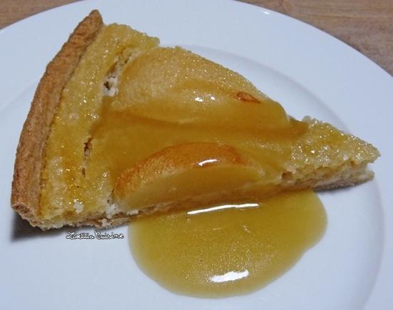 Tarte amandine aux poires et sauce caramel