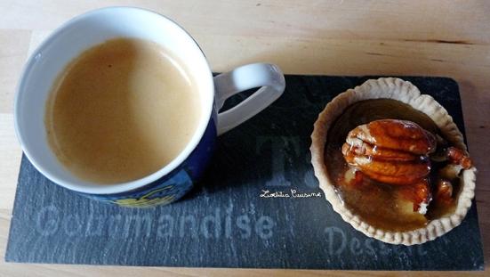 Tartelettes aux noix-de-pécan sauce caramel