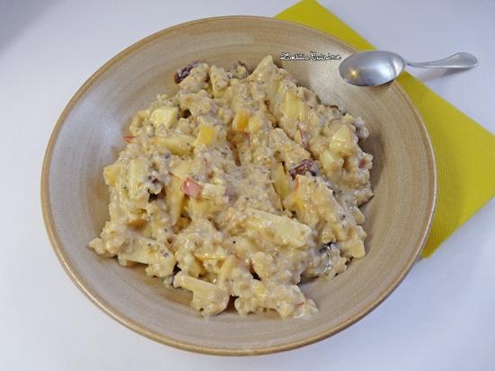 Porridge pommes graines de chia et dattes