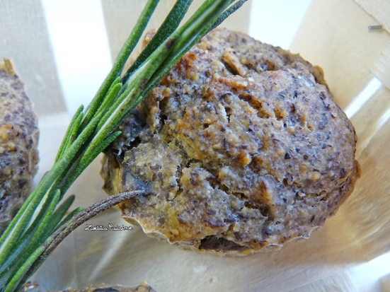 Muffins salés à la farine de lentilles vertes, aux champignons et au romarin