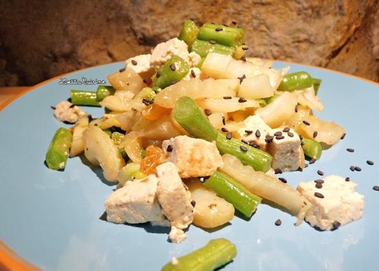 Wok au fenouil, haricots verts, tofu et raisons blonds