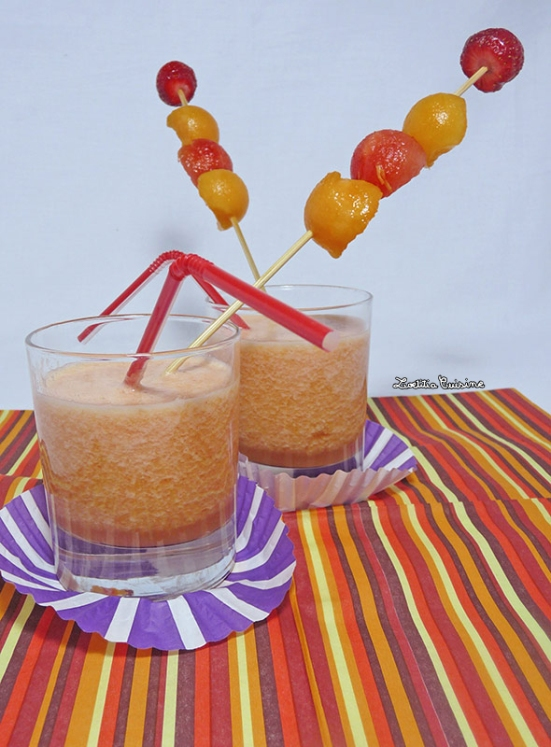 Cocktail rhum, melon, pastèque, nectarine jaune et citron vert