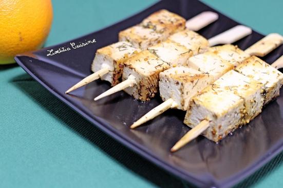 Brochettes de tofu à l'aneth et à la poudre d'orange