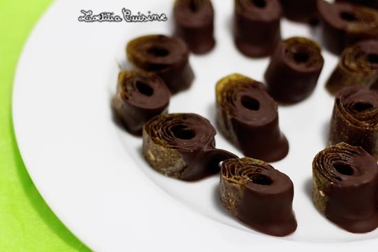 Bonbons de cuir de kiwi au chocolat noir