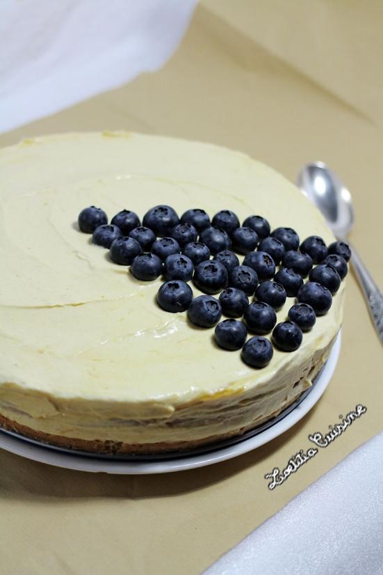 Layer-cake à la mousse de coco-mangue et myrtilles