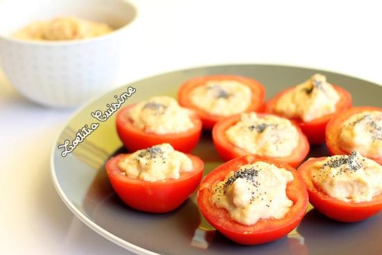 Tomates crues farcies à la purée de choux-fleur