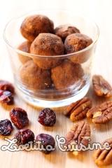 Boules d'énergie aux noix de pecan et cranberries {Véganes etcrues}